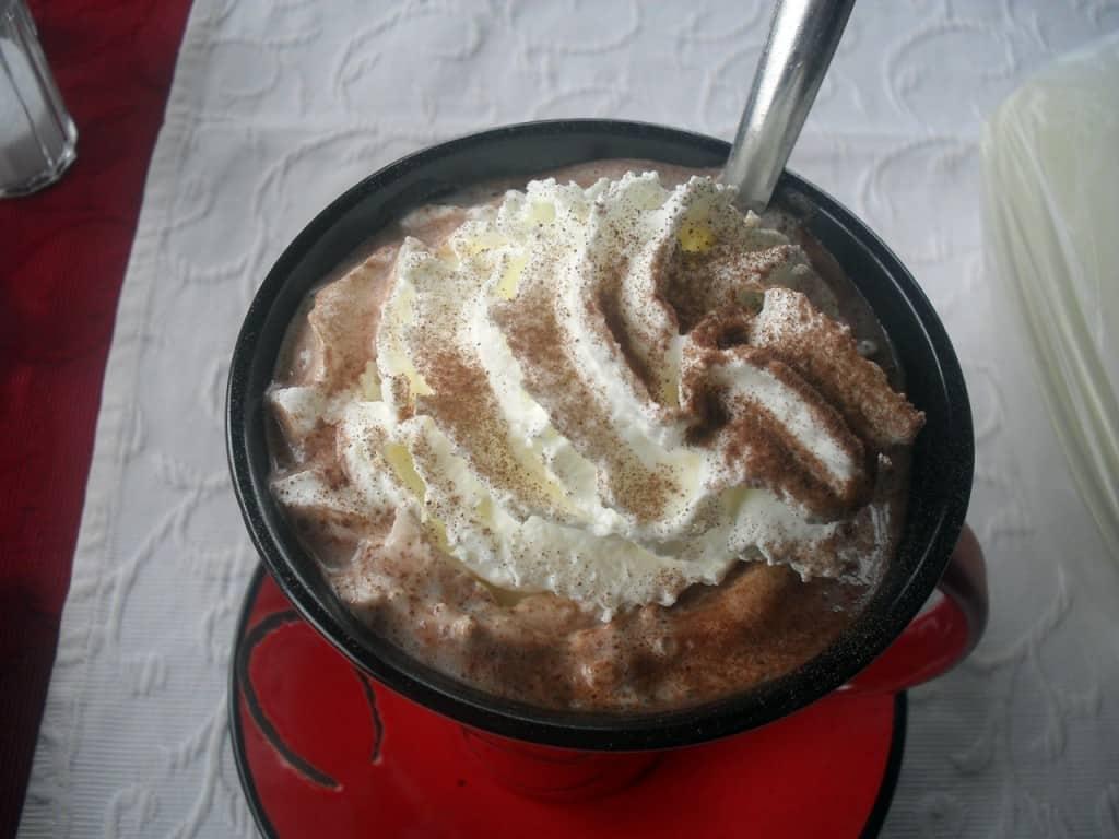 Heiße Schokolade im Adria Grill Ermsleben