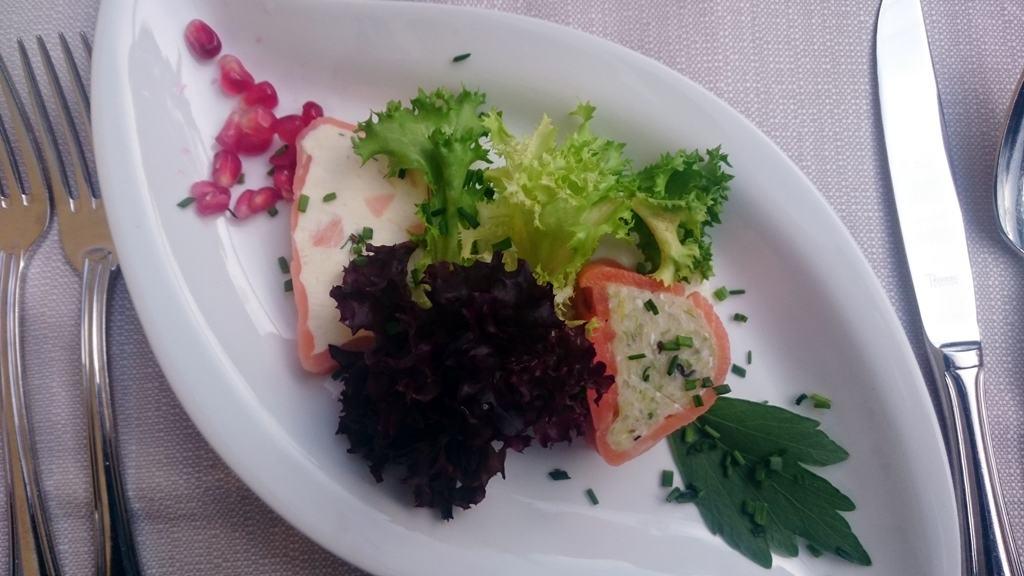 Räucherfischvariationen auf Salatbouquet