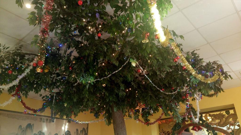 Weihnachtliche Dekoration im Sha-Guo Restaurant