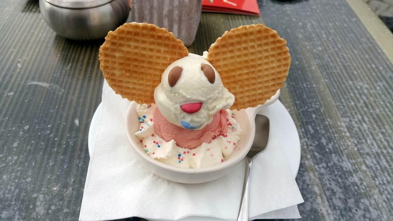 Micky Mouse Eisbecher im Eiscafe Asgard Thale