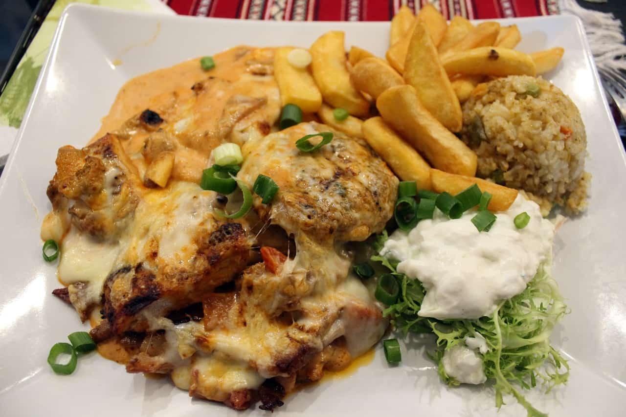 Die Katastrophenplatte voller Fleisch und Käse