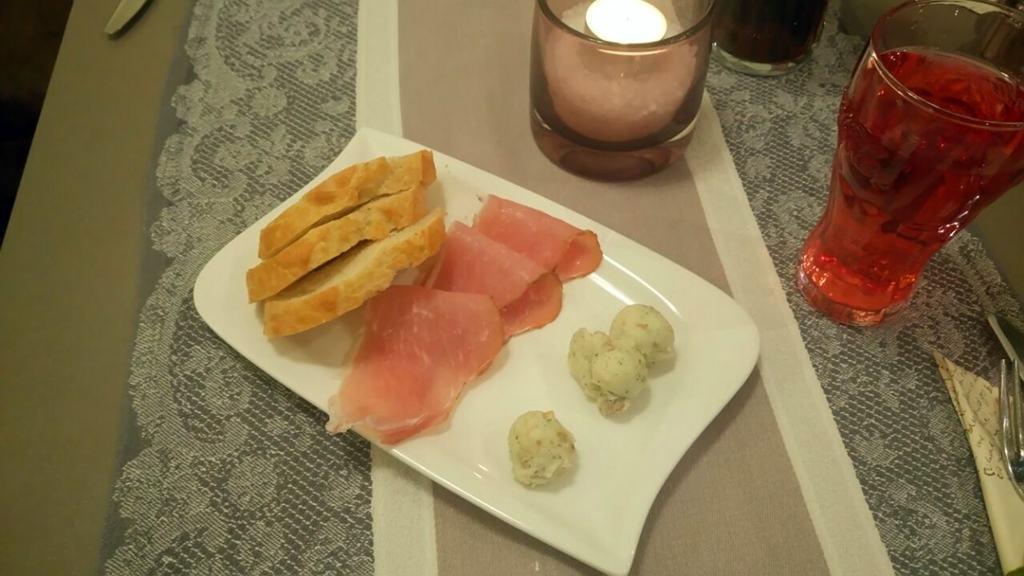 Schmalz-Baguette als Vorspeise